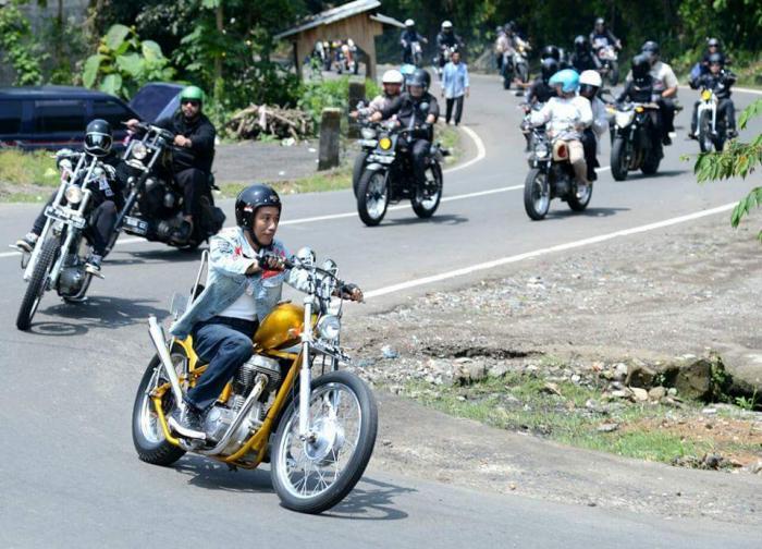 Image result for jokowi naik motor